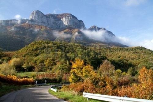 11348880-italy-campania-landscape-of-alburni-mountains