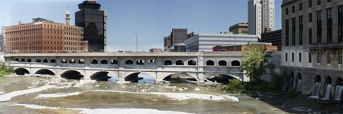 799px-Erie_Canal_over_Genesee_River_RochNY_