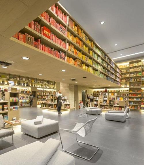 nowoczesna biblioteka w centrum handlowym w Rio de Janeiro