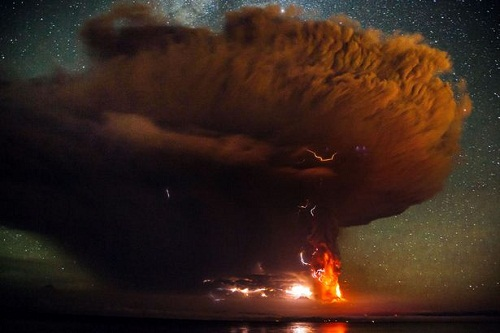 PAY-Calbuco-volcano-erupting-in-Chile