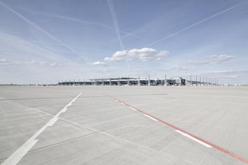 z13155592Q,Pas-startowy-berlinskiego-lotniska